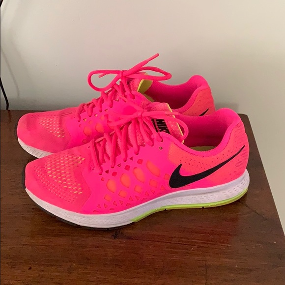 Hot Pink Nike Womens Running Shoes